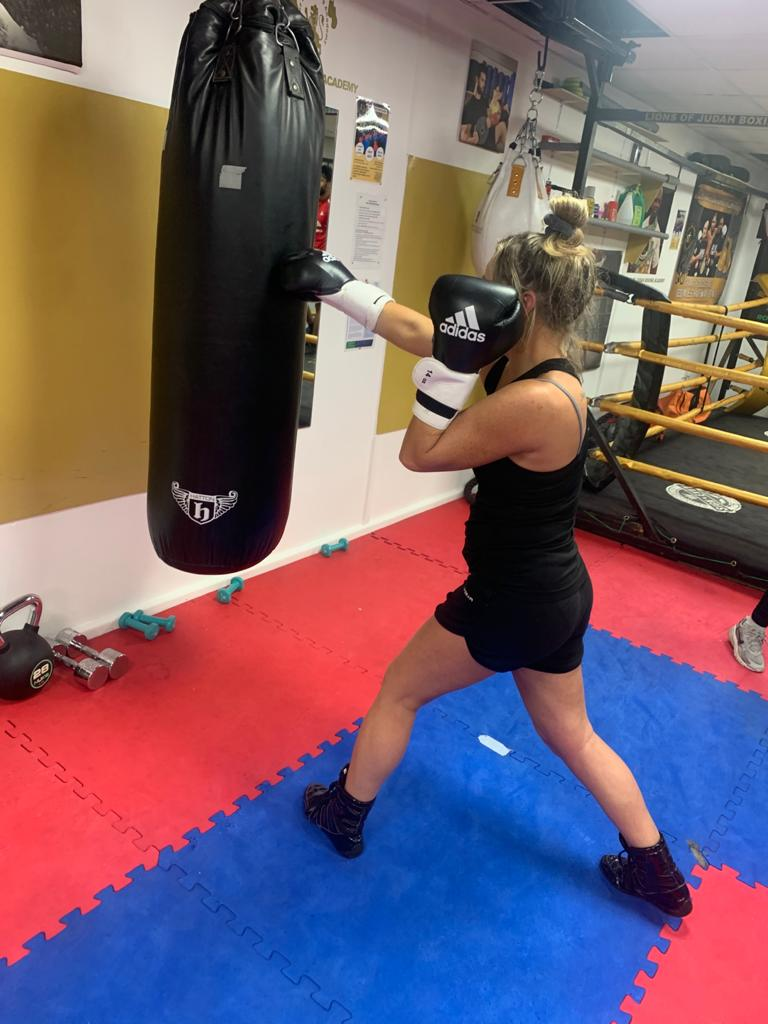 right cross punch - boxing class in bournemouth