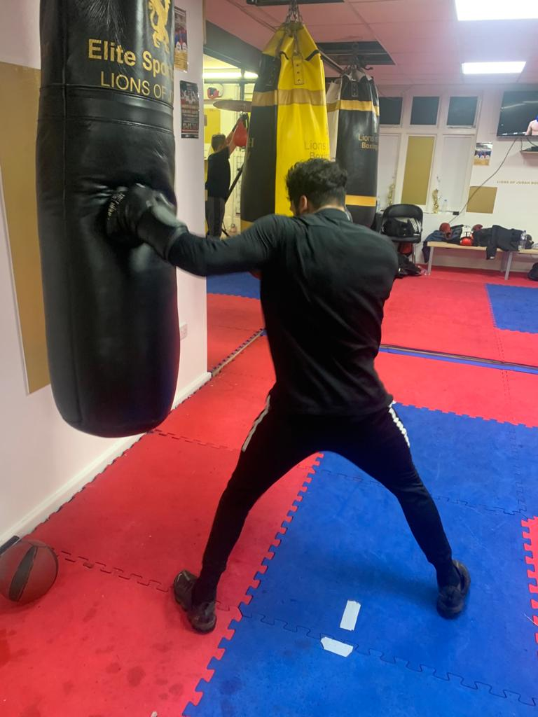 left hook - boxing class in bournemouth